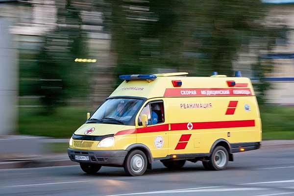 В Москве посетитель кафе ударил ножом официантку и администратора